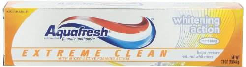 Aquafresh Extreme Clean Whitening Action Toothpaste, Mint Blast, 7-Ounce Tubes (Pack of 4)