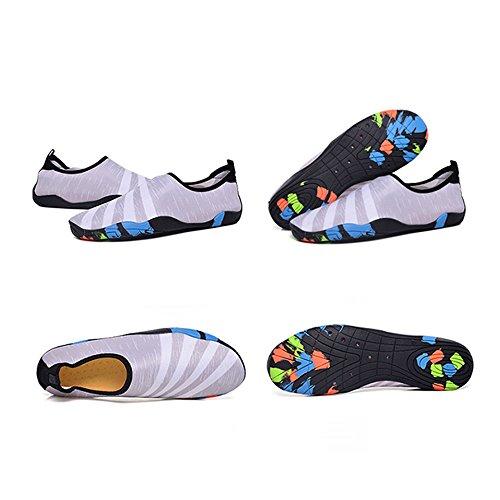 Blankey Water Sportschoenen Sneldrogend Blootvoets Flexibele Flats Strand Zwemschoenen Voor Mannen Vrouwen Kinderen Grijs En Wit