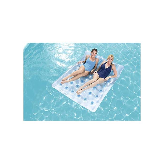 41Rz8XDjO7L Cuenta con almohada integrada para mayor comodidad Pueden tumbarse hasta dos personas ya que tiene unas medidas: de 193x142 cm y soporta hasta 180 kg de peso Está fabricada con vinilo resistente probado