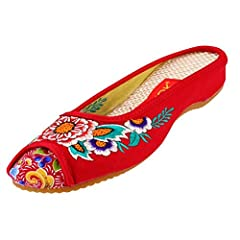 Beijing traditional cloth shoes, with a history of over 3,000 years, perfectly blend Confucianism and Buddhism. Betting on our customer's need for comfort and beauty, the shoes, experiencing over 10 procedure in the workshop, feature flats an...