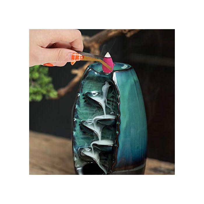 41S4pO7qYML Tamaño: 28 x 11 mm (altura x diámetro). Hay 200 piezas de incienso con 4 olores naturales diferentes. Cuatro cajas de conos de incienso, cada caja contiene 200 piezas. 50 x sándalo, 50 x té verde, 50 x lavanda, 50 x rosas Puedes elegir lo que quieras. Es mejor elegir un lugar fresco y seco donde el olor se volverá más limpio con el tiempo. Material natural: consiste en polvo de madera natural, polen natural y agua purificada sin aditivos de color artificial, lo que distorsionaría el aroma y el comportamiento de combustión de los conos de incienso. Tiempo de combustión aprox.10 min por cono. Decoración y regalo: el cono de reflujo puede limpiar el aire y hacerlo fresco. Encienda velas de incienso de reflujo, lea el aroma agradable o tome té. Las varitas de incienso de colores también son una bonita decoración para tu hogar o puedes compartir un buen regalo con tus brandies o familiares.
