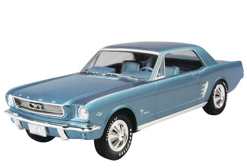 AMT 31542 1/25 Scale 1966 Ford Mustang HardTop Coupe Kit ()