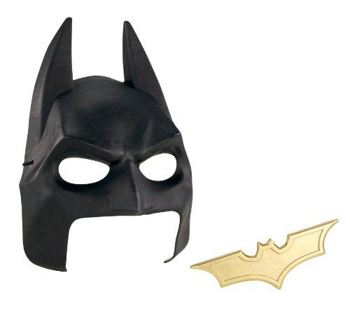 Batman The Dark Knight Rises Cowl and Batarang Role Playset]()