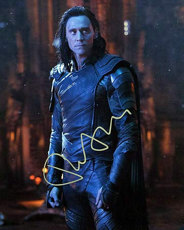 TOM HIDDLESTON (The Avengers - Loki) 8x10 Photo Signed In-Person