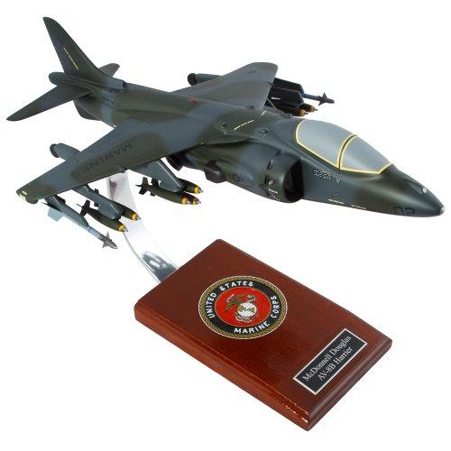 Mastercraft Collection McDonnell Douglas AV-8B Harrier II USMC Model Scale:1/30 ()
