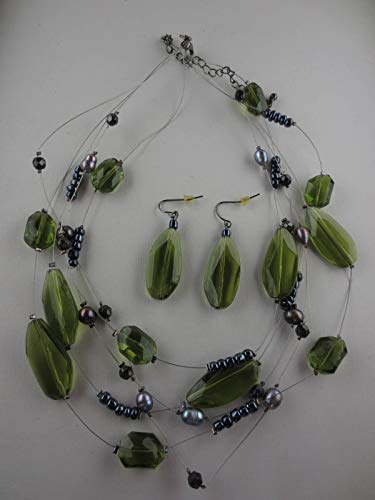 (Faceted Peridot Lucite/Silver Helix Glass Bead Baroque Pearl Necklace)