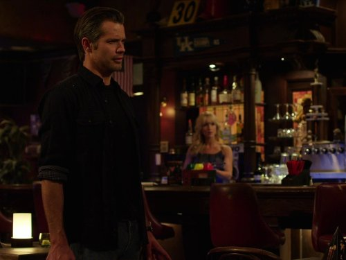 Guy Walks Into a Bar (Dvd Justified 3 Season)