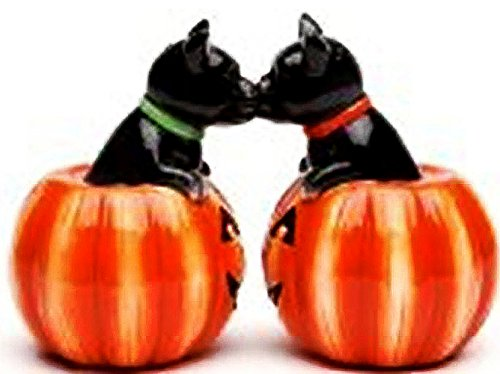 Cute Kissing Kitties Jack-O-Lanterns Salt & Pepper Shakers