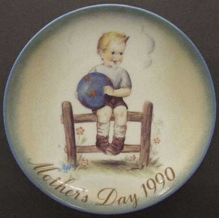 Schmid Hummel ** 1990 Mother's Day Plate - Mother's Little Athlete** 177-129 (Schmid Mothers Day Plate)
