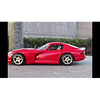 Maisto Die Cast 1:18 Scale Red 2003 Dodge Viper SRT-10 by Maisto
