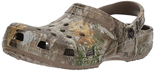 Crocs Classic Realtree Edge Clog Walnut, 8 US Men/ 10 US Women M US