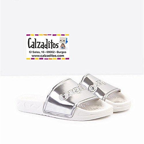 13078fd39 Sandalias de Goma para niña en Color Plata Metalizado