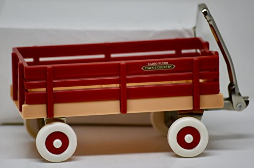 Radio Flyer Inc - Miniature Town & Country Wagon - 4 x 2 Inches - Red Wagon - - Miniature Radio