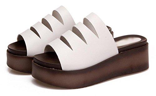 Verano cuesta gruesa de la corteza del mollete con sandalias de tacón alto de las mujeres y zapatillas White
