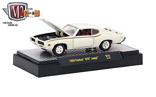 M2 Machines 1:64 Detroit Muscle Release 42 1969 Pontiac GTO Judge Cream ()