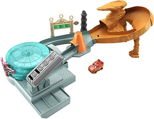 Disney and Pixar Cars Mini Racers Radiator Springs Spin Out Playset with Pitty and Exclusive Lightning McQueen Vehicle, Interactive Water Play Toy for Kids Age 4 Years and Older [Amazon Exclusive]