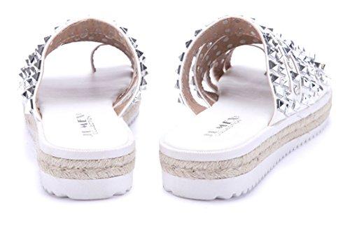 Schuhtempel24 Damen Schuhe Zehentrenner Sandalen Sandaletten Flach Nieten  Weiß ... d817c8c0e9