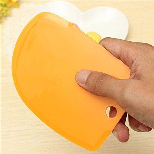 Yijia della Pasta Raschietto 3/Pezzi Fondant in plastica Torta per glassa Liscio e frastagliate Bordi Colori Assortiti