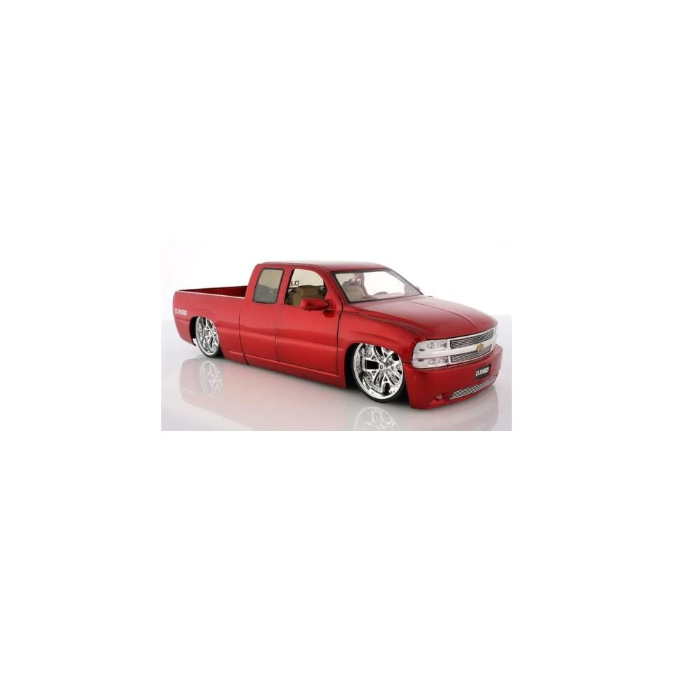 2002 Chevy Silverado Diecast Model Pick Up Truck   118 Scale RED