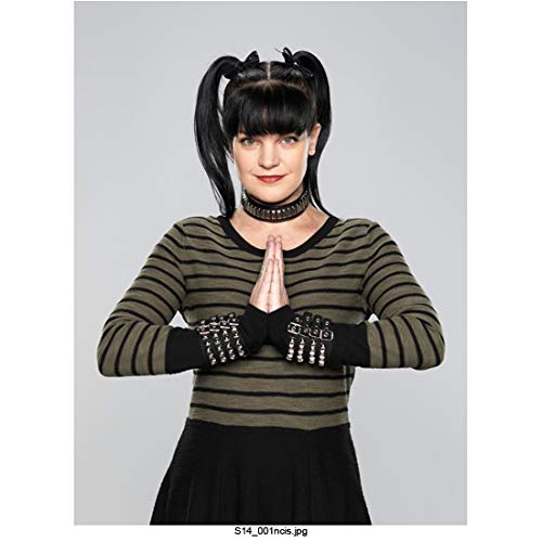Pauley Perrette 8 Inch x 10 Inch photograph NCIS (TV Series 2003) Wearing Stripes Palms Together Elbows Out kn