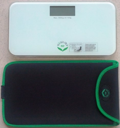 NewlineNY White Mini Bathroom Scale with Travel Protection Case SBB0722M-WH + NYMSS101BG ()