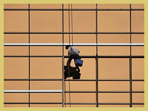 Bild mit mit mit Rahmen Hady Khandani - WINDOW CLEANER - Digitaldruck - Holz gold, 40 x 30cm - Premiumqualität - HADYPHOTO, Fotografie, Fotografie  Herrenchen, Fensterputzer, Mann, Glasfassade - MADE IN GERMANY - ART-GALERIE-SHOPde e97003