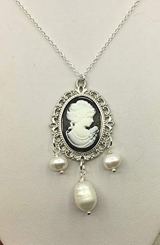 Cameo and drop pearl necklace in silver or bronze