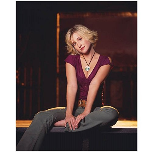 allison-mack-8x10-photo-smallville-riese-wilfred-one-leg-folded-under