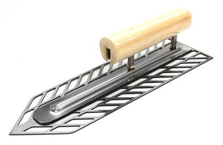 金鹿 スーパーメッシュ鏝 木柄 剣先型 300mm 11803000040