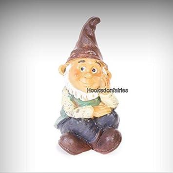 Amazon.com: Resina de Da 161513 gnomo Boy sentado en ...