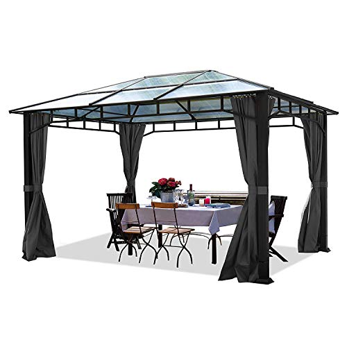 41T02dheScL. SS500 CENADOR DE LUJO PARA TODO EL TIEMPO: El cenador de jardín Sunset Deluxe merece un lugar permanente en el jardín - y no sólo porque es resistente al invierno con una carga máxima de nieve de 80 kg/m². Este cenador se ha desarrollado con el objetivo de ofrecer una alta calidad y precisión de montaje. MÁXIMA PROTECCIÓN Y CONFORT: El techo proporciona una protección fiable en todas las condiciones climáticas (protección UV de 50+) gracias a las láminas de policarbonato de 8 mm de espesor. Desarrollado para su uso durante todo el año, el pabellón de jardín Rendezvous Deluxe cuenta con un techo 100% impermeable. ELEGANTE, EXTREMADAMENTE ESTABLE Y SEGURO: Los postes de aluminio completamente resistentes a los rayos UV, a la corrosión y a la intemperie garantizan una construcción robusta y de primera clase. Los postes de 9x9 cm de espesor se apoyan firmemente en el suelo. Los atractivos elementos decorativos entre los postes no sólo llaman la atención, sino que también dan al cenador una estabilidad adicional.