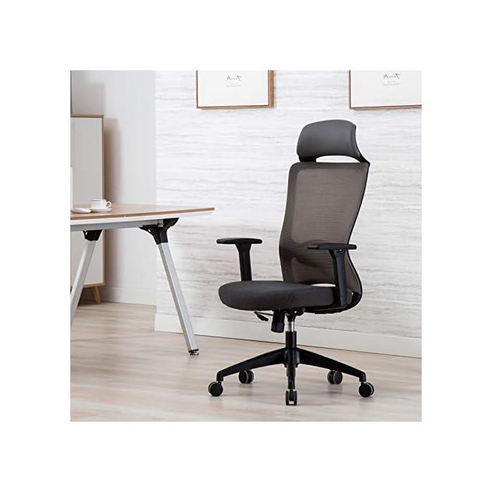 41T1aGymcHL ✔ Respaldo Ergonómico: El diseño de malla hace que el respaldo de silla sea transpirable, es más conveniente para usar en verano. La silla ergonómica de oficina con soporte lumbar, reposabrazos ajustables y reposacabeza para hacerle disfrutar más después del trabajo. ✔ Asiento Transpirable: El asiento acolchado es grueso y tiene buena elasticidad. Hecho de esponja gruesa de alta calidad y malla transpirable. No hace que el cuerpo se siente caliente, mantenga sus nalgas y piernas libres de sudor. ✔ Múltiples Ajustes: Los controles neumáticos facilitan subir o bajar el asiento, a través de sacar el asa puede realizar el modo de giro, puede inclinar el respaldo conjunto con asiento por pequeño ángulo, los brazos de 3D son ajustables con la altura, además puede realizar el ajuste de poco ángulo de dirección paralela.