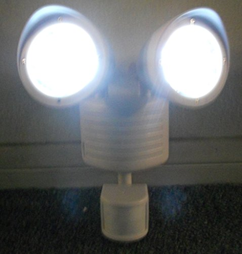 Duracell Solar Security Light in US - 5