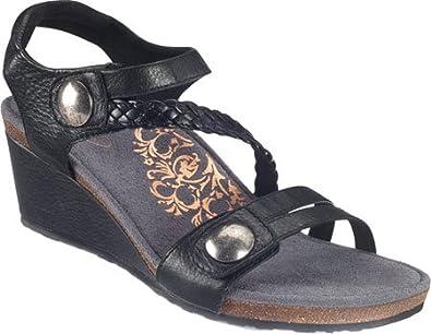 485a66e0470ccf Women s Naya Braid Quarter Strap Wedge Sandal (41) Navy  Amazon.co ...