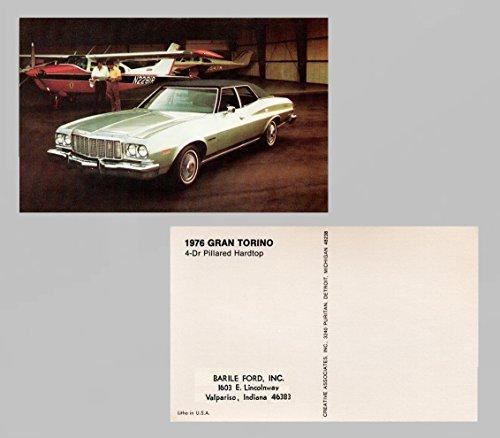 (1976 FORD GRAN TORINO 4-DOOR PILLARED HARDTOP VINTAGE FACTORY COLOR POSTCARD - USA - FANTASTIC ORIGINAL POST CARD !!)