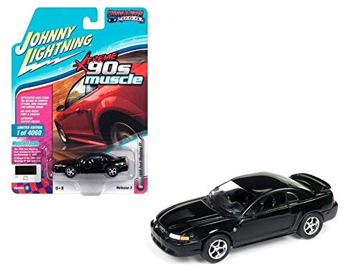 (Johnny Lightning 1:64 Muscle Cars USA - 1999 Ford Mustang GT Black)