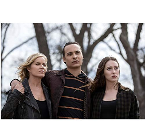 Fear the Walking Dead Alicia Debnam-Carey, Kim Dickens, and Frank Dillane looking up 8 x 10 inch Photo