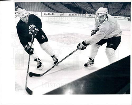 Historic Images - 1995 Vintage Press Photo NHL Boston Bruins HOF Ray Bourque & Stephen Leach - snb7551