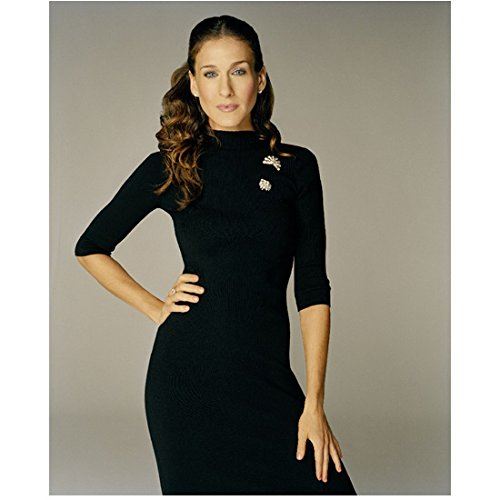 Sarah Jessica Parker 8 inch x 10 inch Photograph Sex and the City (TV Series 1998-2004) Wearing Black w/Grey Background Right Hand on Hip kn ()