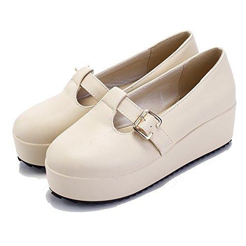 AllhqFashion Damen Rein PU Leder Mittler Absatz Rund Zehe Schnalle Pumps Schuhe Cremefarben