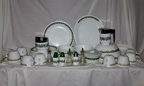 Spring Blossom Green (Crazy Daisy) 4 Piece Set; 1 Dinner, 1 Lunch, 1 Cup & Saucer