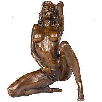 Women statues Naked garden