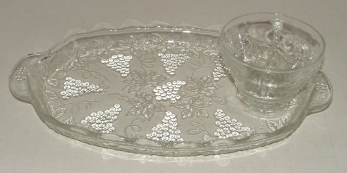 Vintage Anchor Hocking Crystal Clear Grape Clusters And Leaves Snack Set Plate And Punch Cup