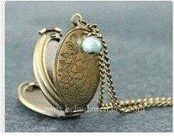 Locket Necklace Vintage Style Necklace Photo Locket 4 Frame