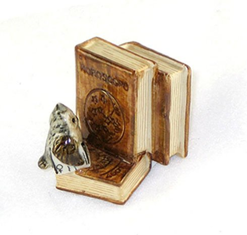 OWL faces stacked BOOKS holds a BOOK Figurine MINIATURE New Porcelain KLIMA K419-28
