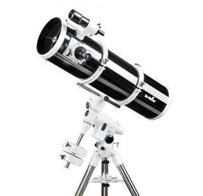 Ein hochwertiges Teleskop bekommen Sie von der Marke Skywatcher.
