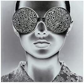 M6_011_1711_jolipa Tableau en verre femme lunette de soleil