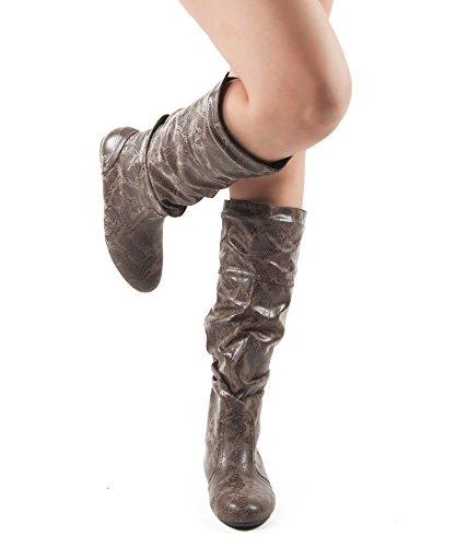 RF ROOM OF FASHION Frauen weiche Vegan Slouchy flach bis niedrige Ferse kniehohe Stiefel - mit versteckter Tasche - mittleres und breites Kalb Brauner Schlangen-Print Pu