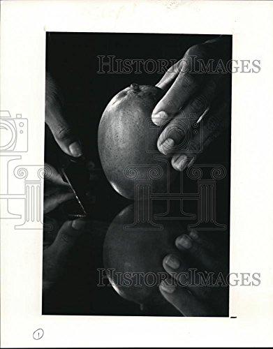 1991 Press Photo How to cut a mango - cva70181