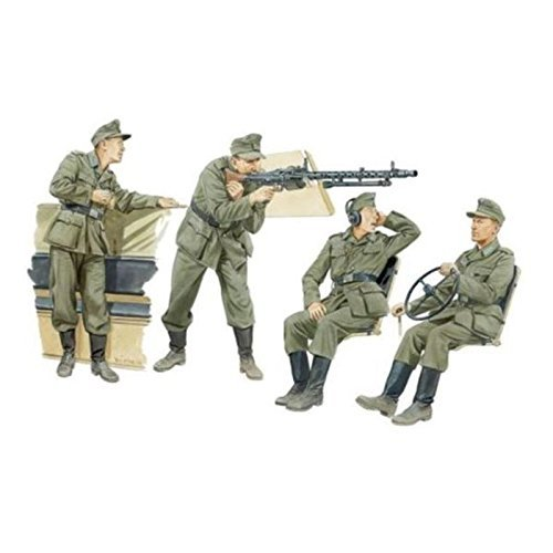 1 35 German Halftrack Crewmen by Dragon Models USA
